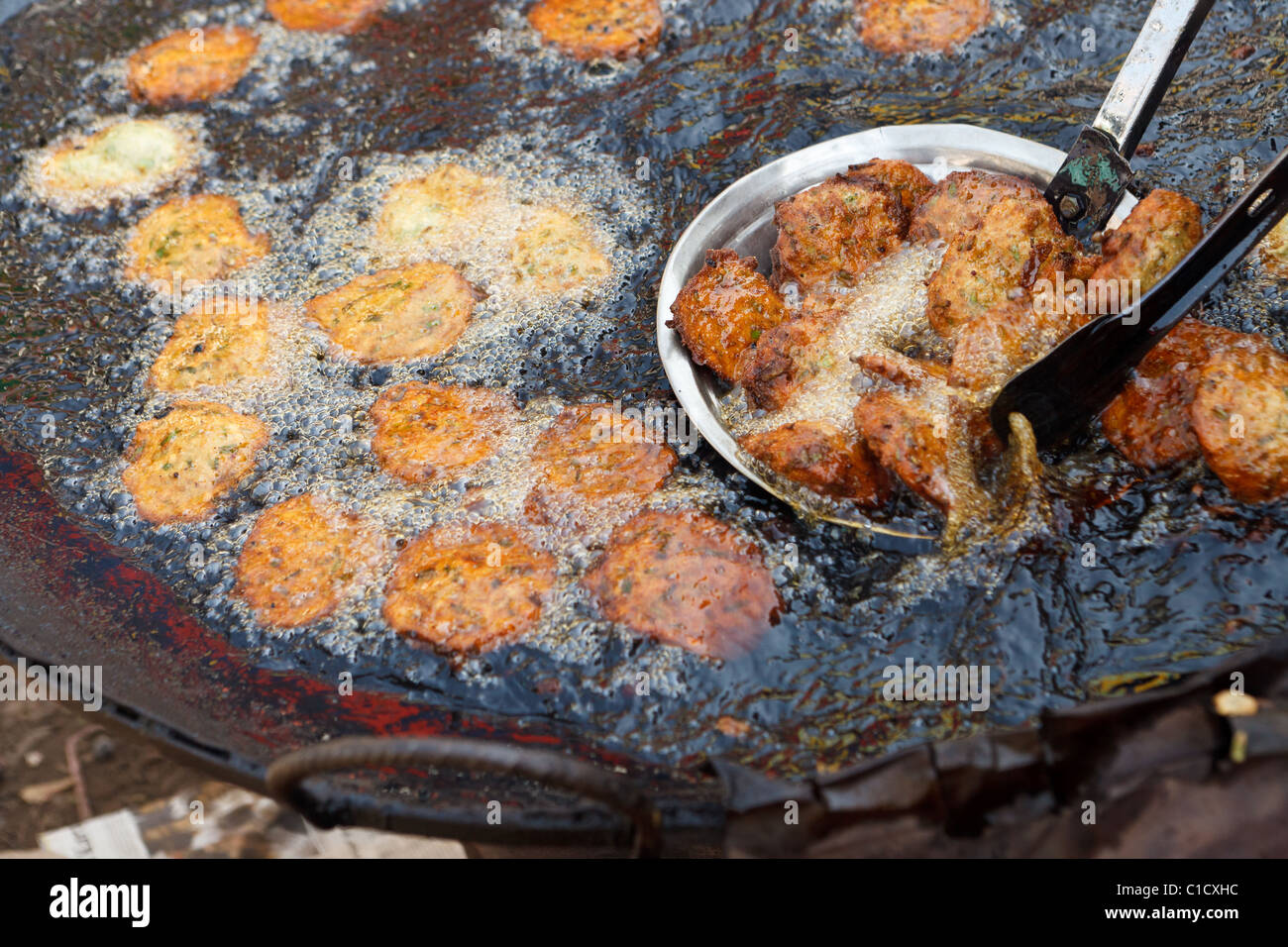 Deep Fried Food being cooked at Bait Al Faqih Friday Market, Yemen - Stock Image