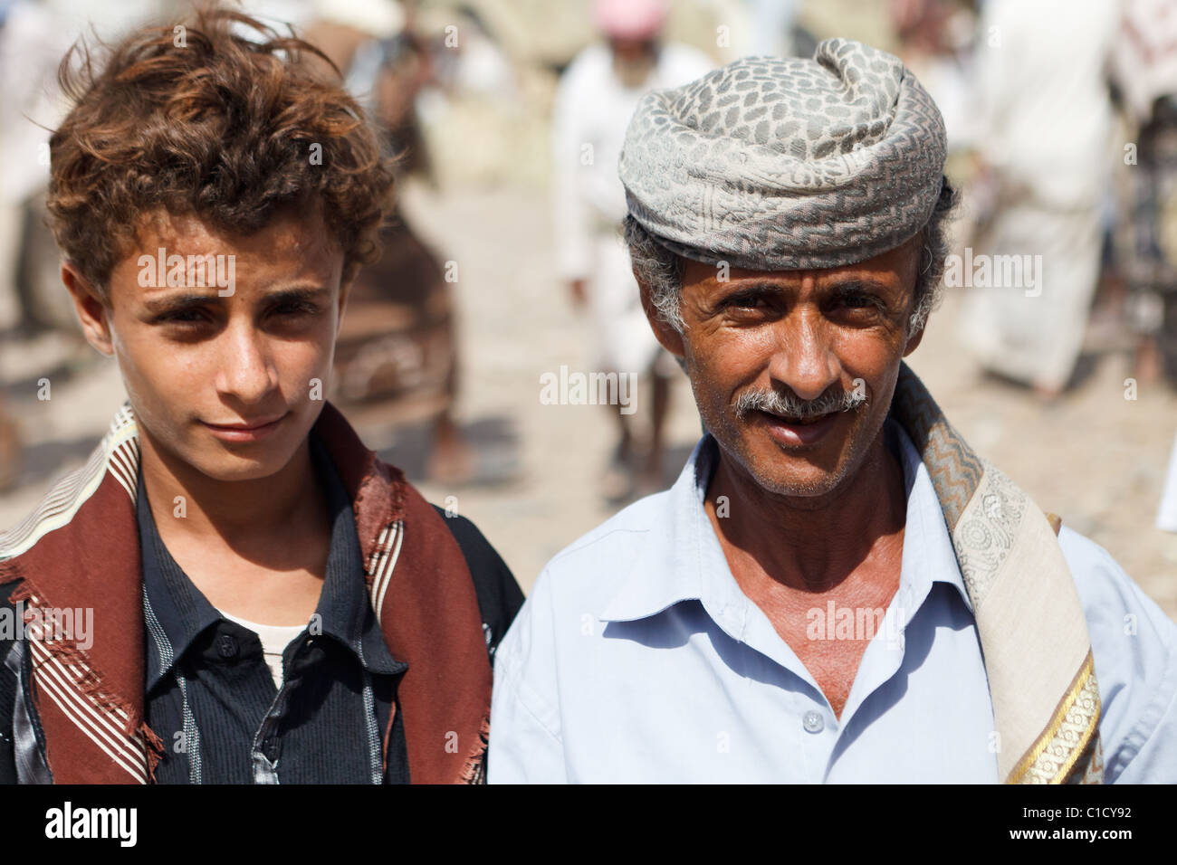 Father and son at Bait Al Faqih Friday Market, Yemen - Stock Image