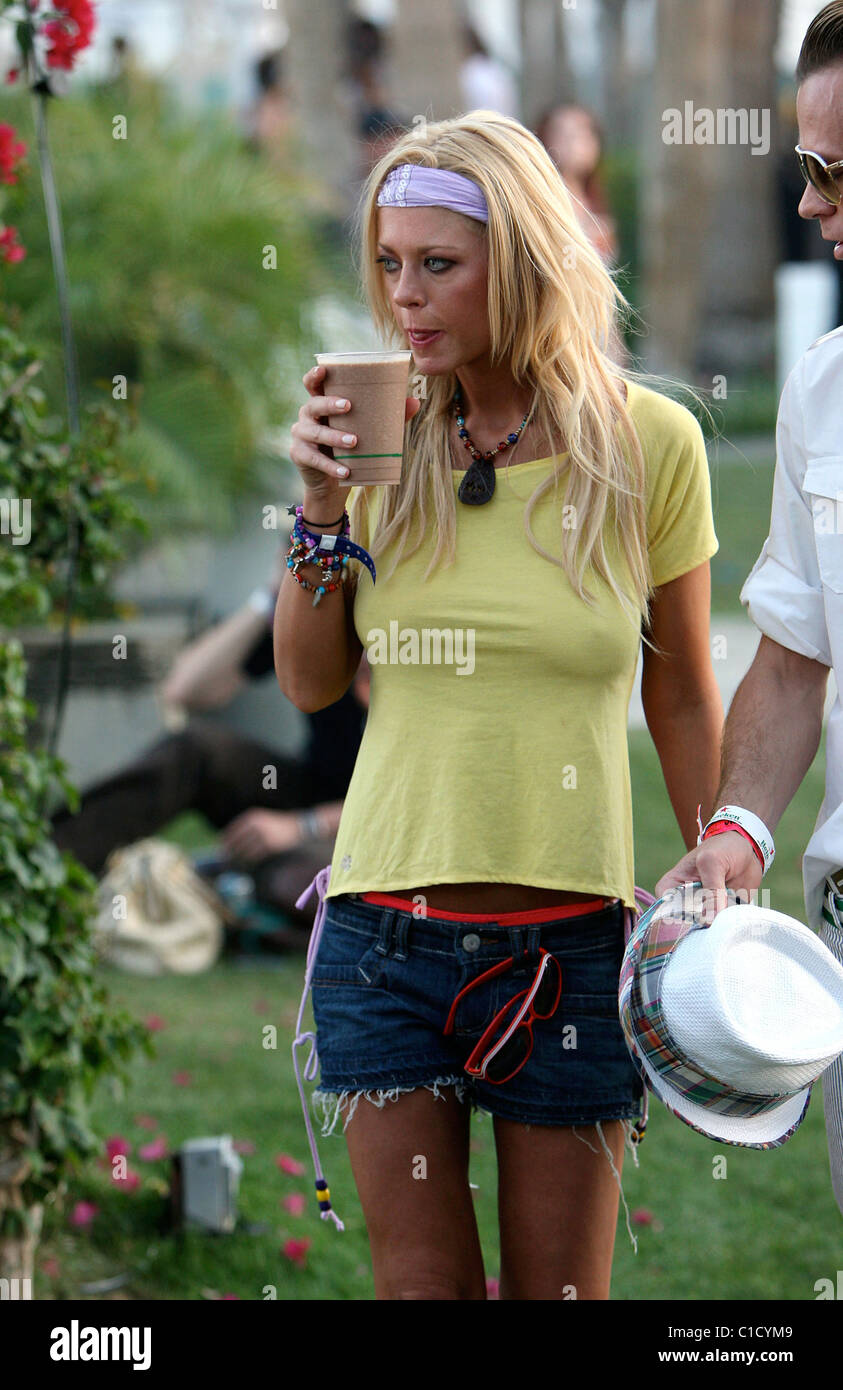 Tara Reid Wearing A Yellow T Shirt With No Bra Enjoying