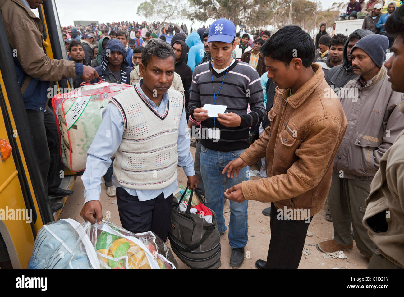 Arrival of new refugees in the Shousha refugee camp, Ben Gardane, Tunisia - Stock Image
