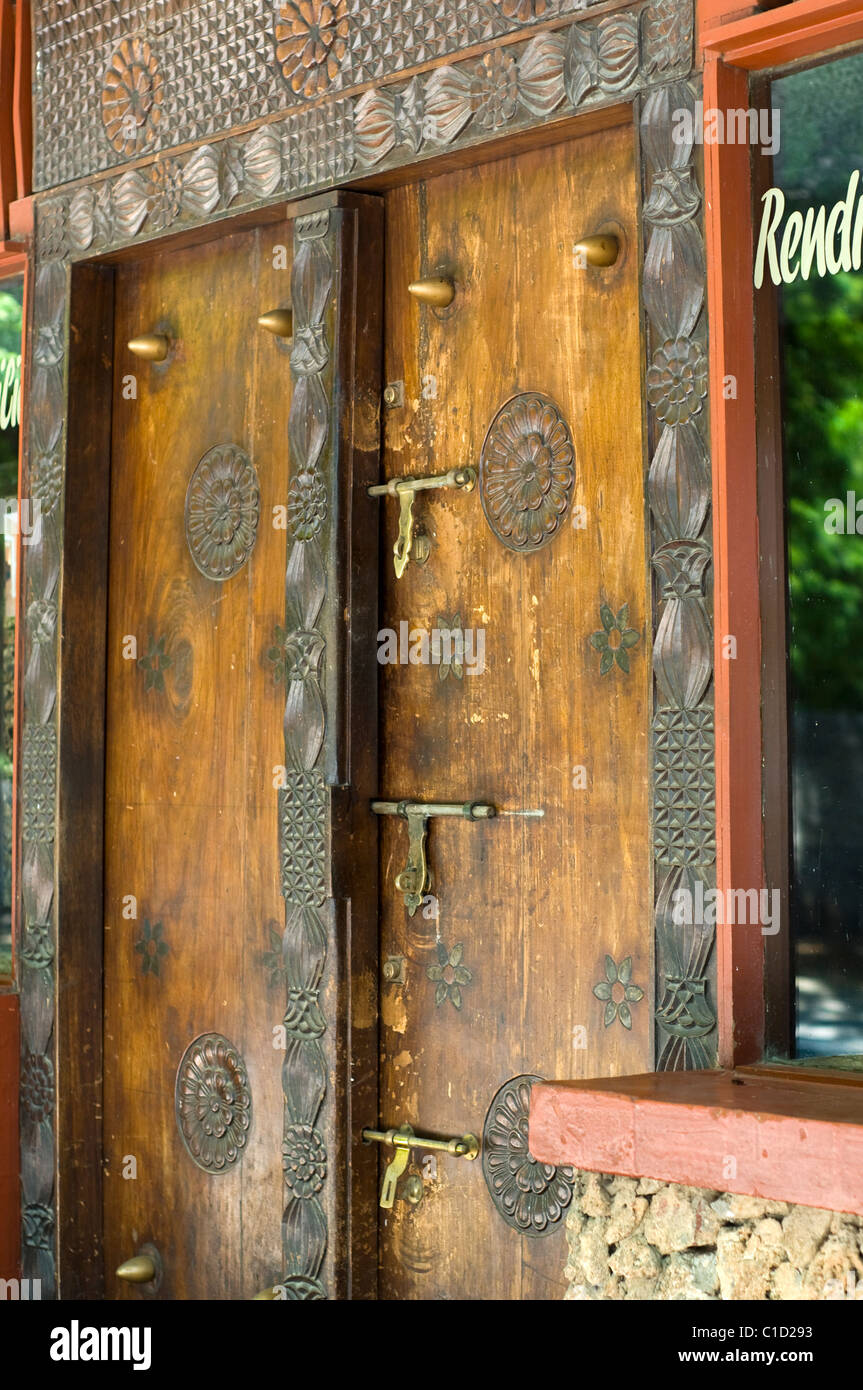 Carved door Craft shop Malindi Kenya - Stock Image & Malindi Kenya Market Stock Photos u0026 Malindi Kenya Market Stock ...
