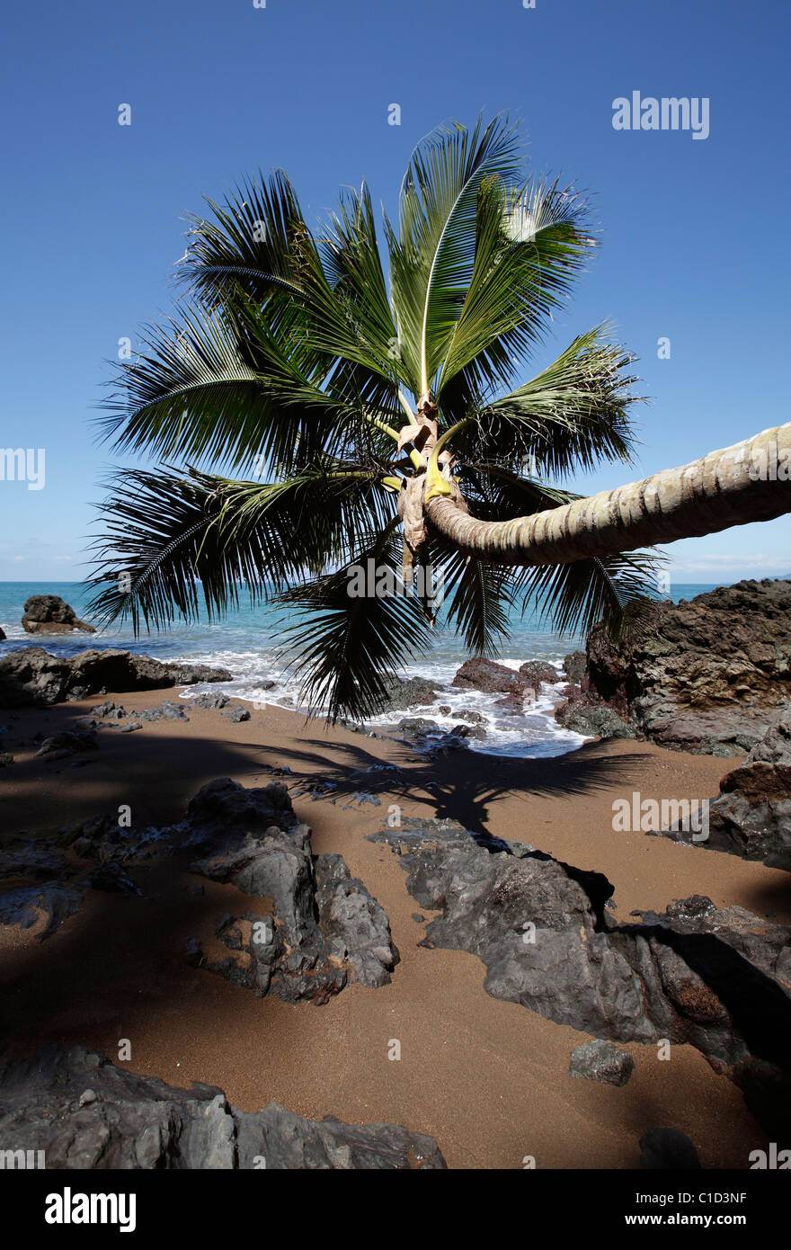 An isolated rocky cove on the trail from Drake Bay to Corcovado National Park on the Osa Peninsula, Costa Rica - Stock Image