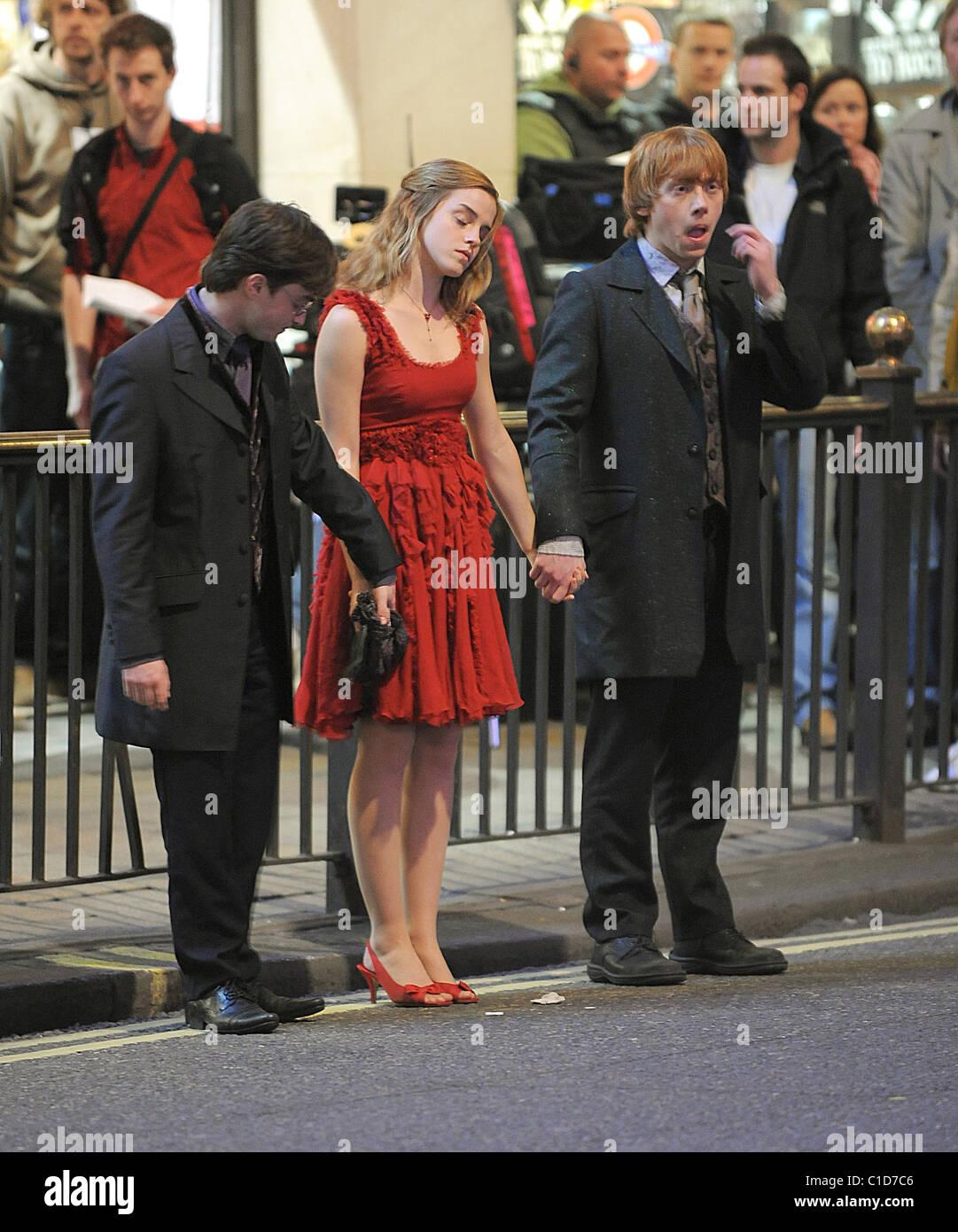 Emma Watson, Daniel Radcliffe and Rupert Grint at Deathly ... |Radcliffe Watson Grint