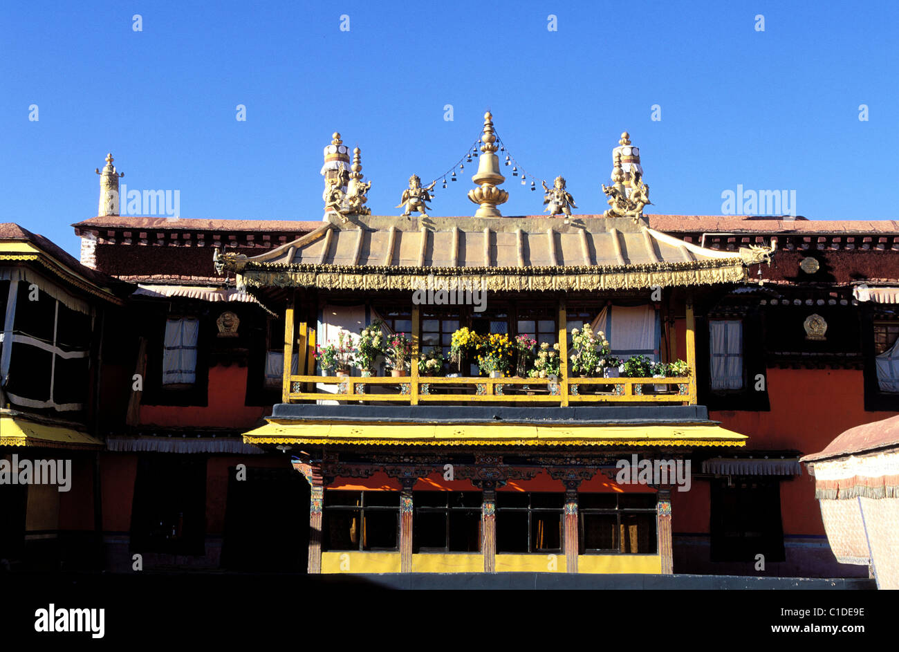 China, Tibet, Lhassa, the golden roofs of Jokhand house of the very precious - Stock Image