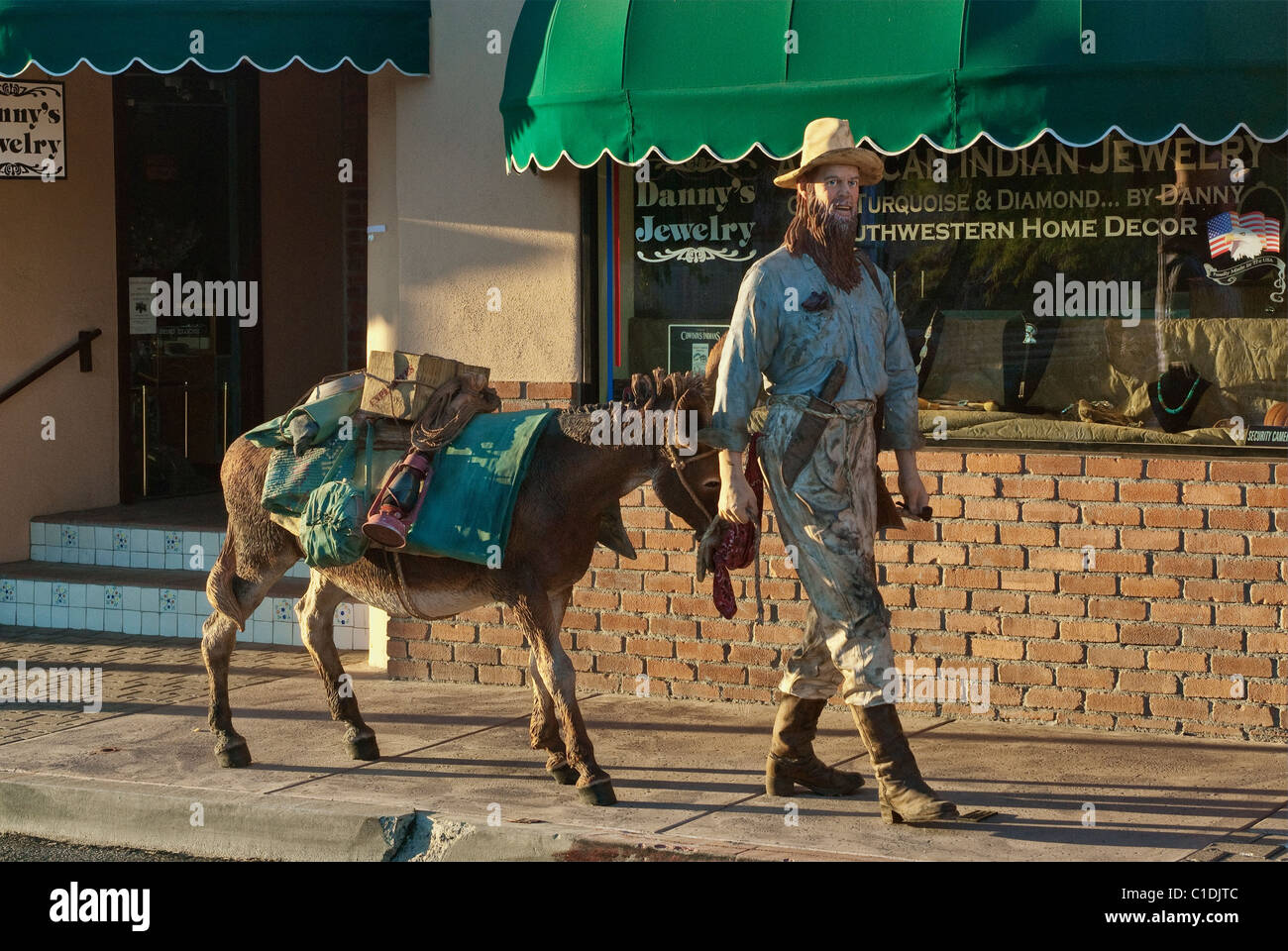 Gold prospector and donkey figures on Tegner Street in Wickenburg, Arizona, USA - Stock Image