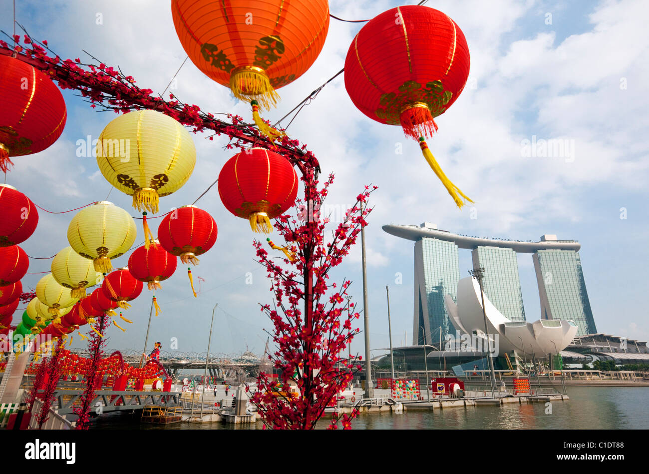 The Marina Bay Sands Singapore and Chinese New Year decorations on the waterfront.  Marina Bay, Singapore - Stock Image