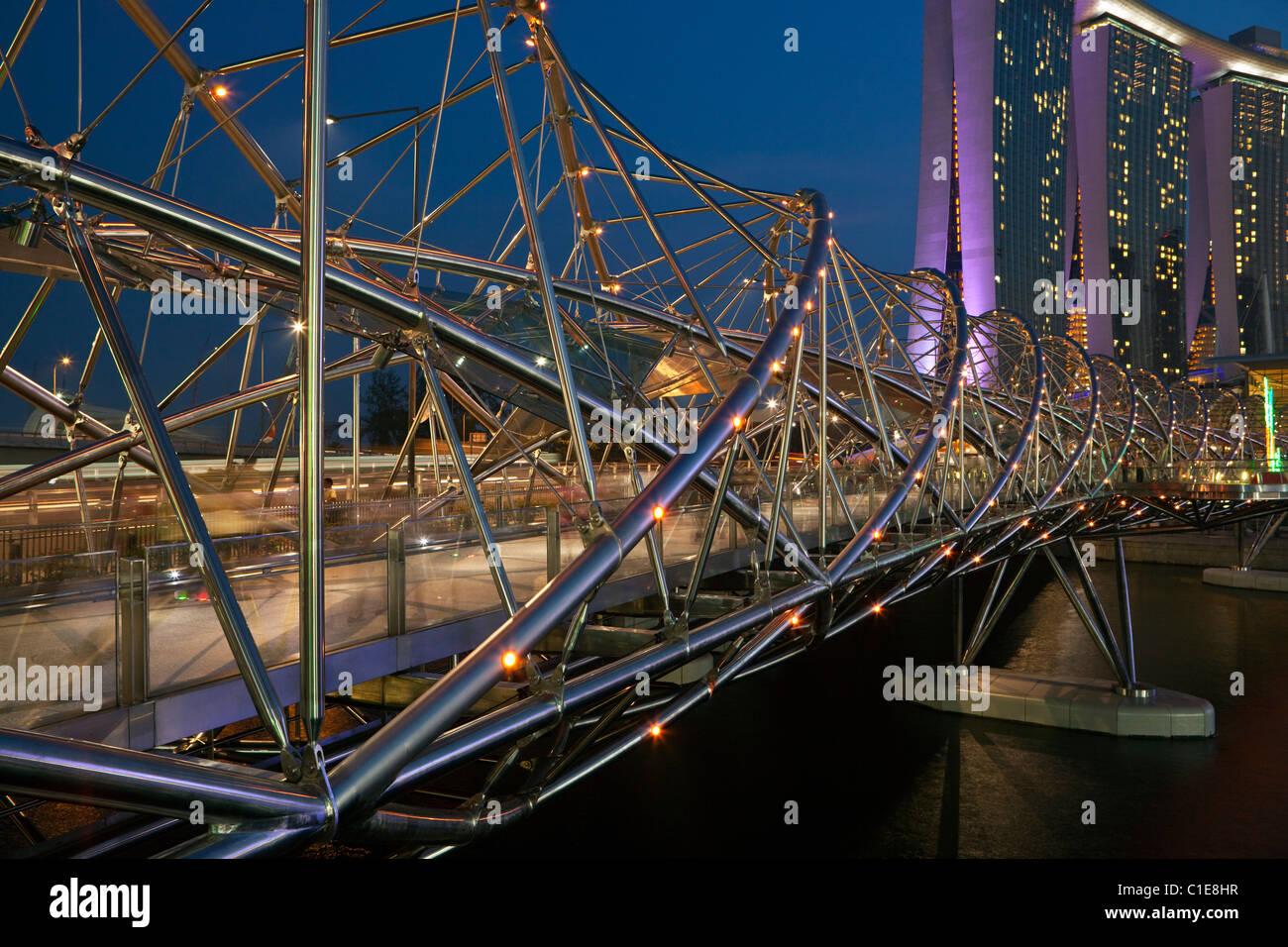 The Helix Bridge - connecting the Marina Bay Sands Hotel with Marina Central.   Marina Bay, Singapore - Stock Image