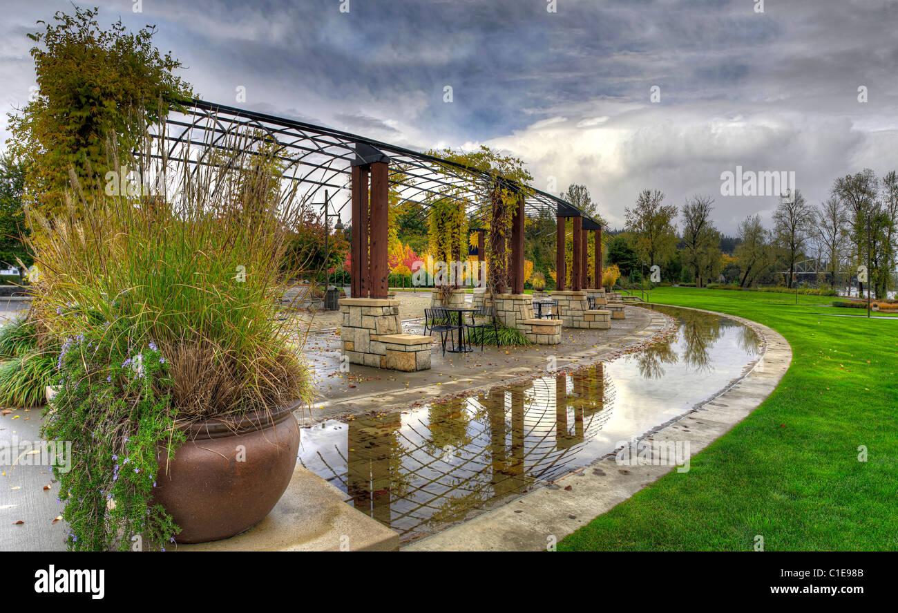 Public Garden Park in the Fall along Willamette River Oregon - Stock Image