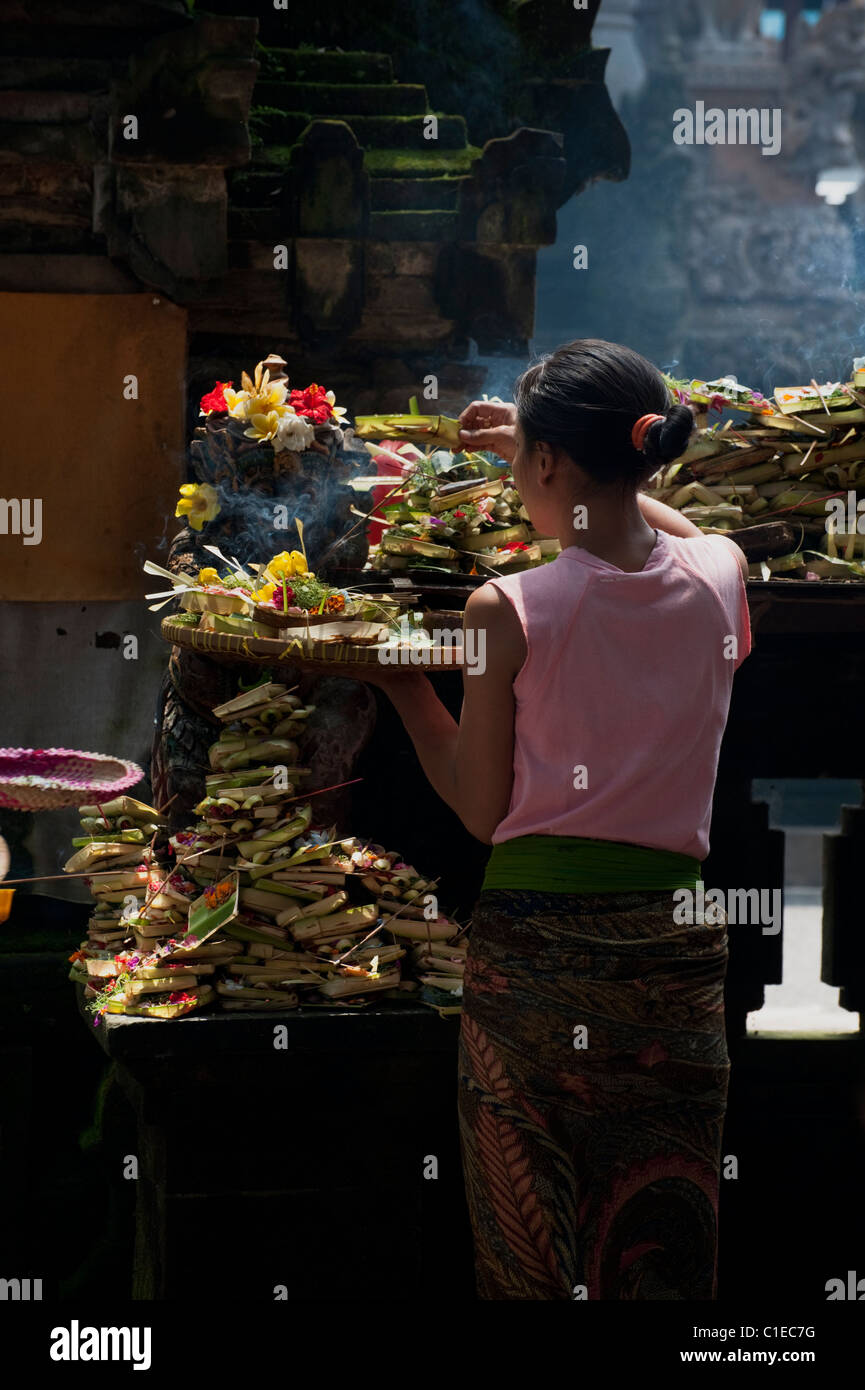 At the Ubud Market Temple, Hindu worshipers come to leave offerings and pray for purification in the traditional - Stock Image
