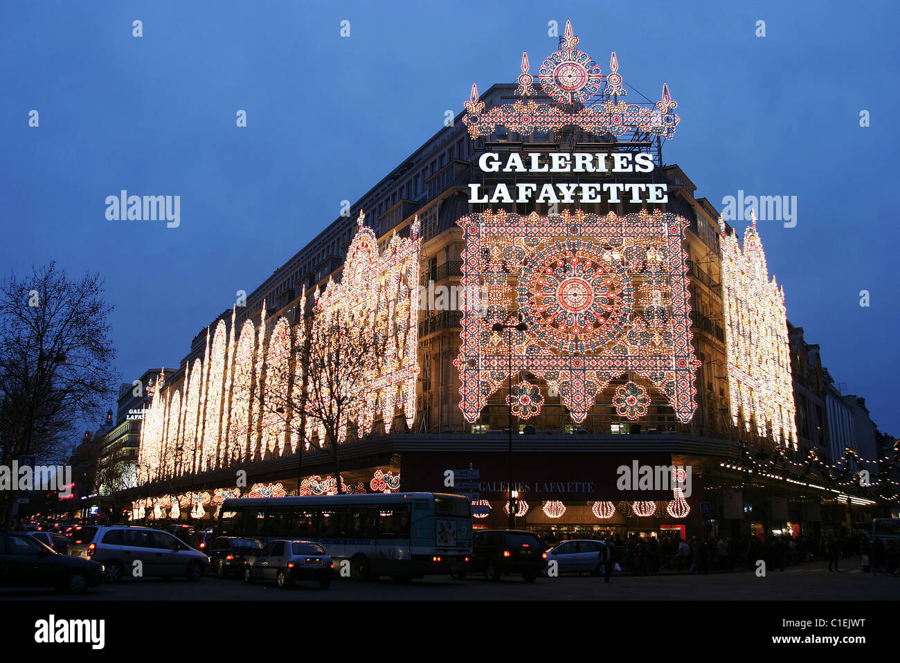 France, Paris, Christmas lighting in department stores district of the Haussmann boulevard - Stock Image