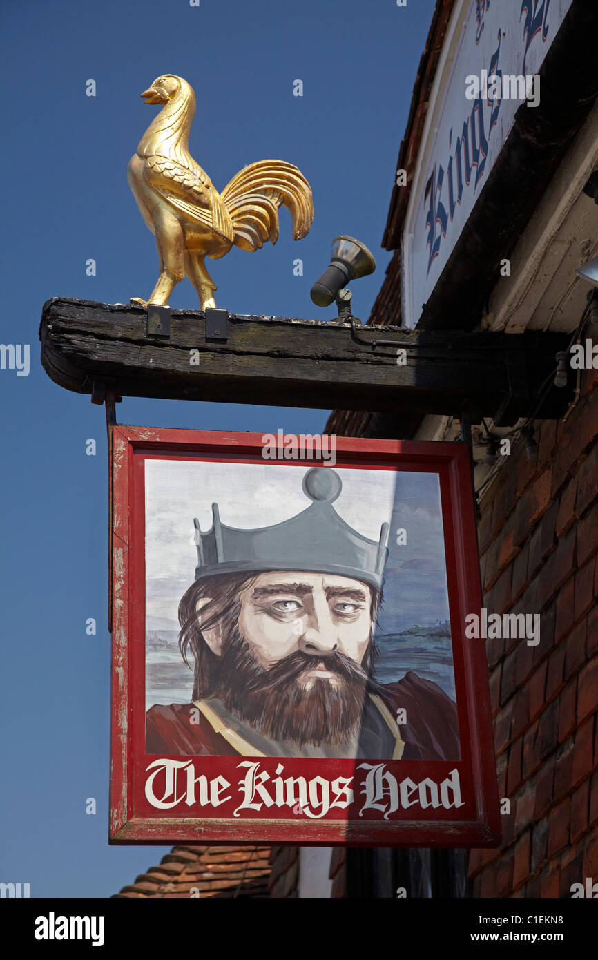 Sign for Ye Olde Kings Head Pub (15th century), Battle, East Sussex, England, United Kingdom - Stock Image