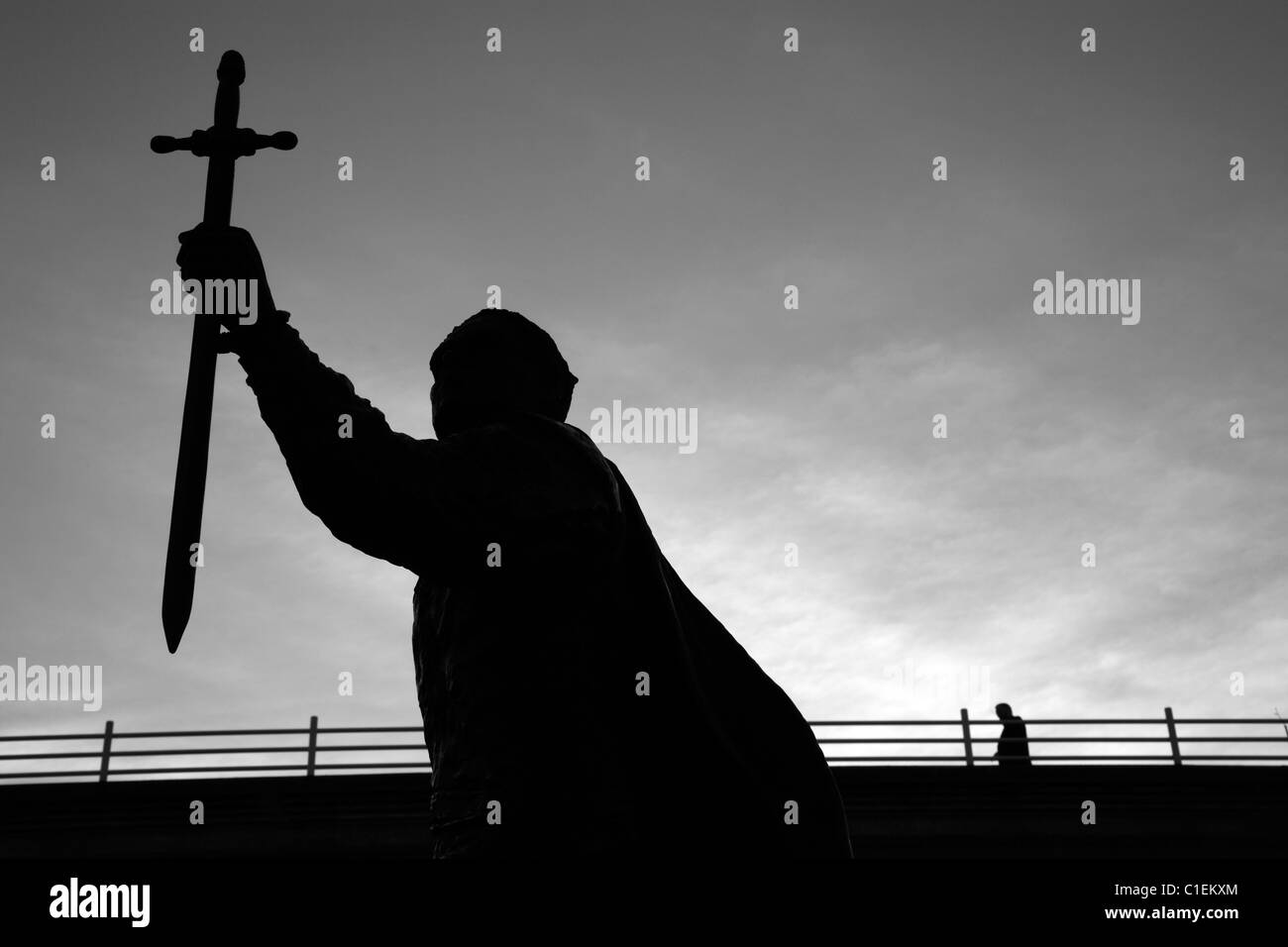 Statue of Laurence Olivier as Hamlet on the Queen's Walk in front of Waterloo Bridge, South Bank, London, UK - Stock Image