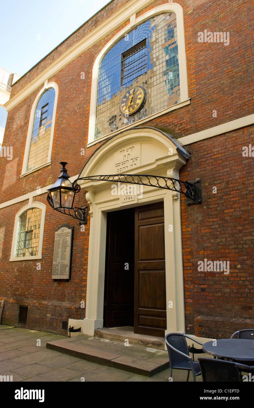 City of London entrance Bevis Marks Orthodox Jewish Spanish & Portuguese Sephardi synagogue temple built 1701 famed Stock Photo