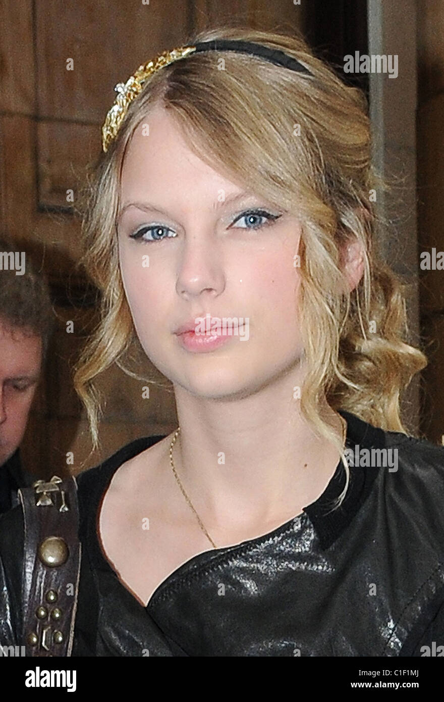 Eye Contact Taylor Swift 040509 High Resolution Stock Photography And Images Alamy