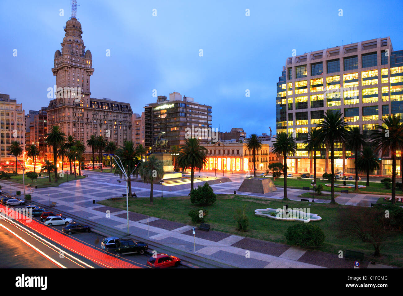 'Plaza Independencia' square, with Salvo palace and presidential  government Building at backgrpound. Montevideo, - Stock Image