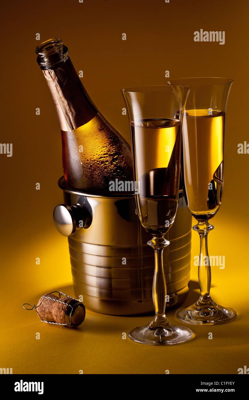 wine cooler drink stock photos wine cooler drink stock images alamy. Black Bedroom Furniture Sets. Home Design Ideas