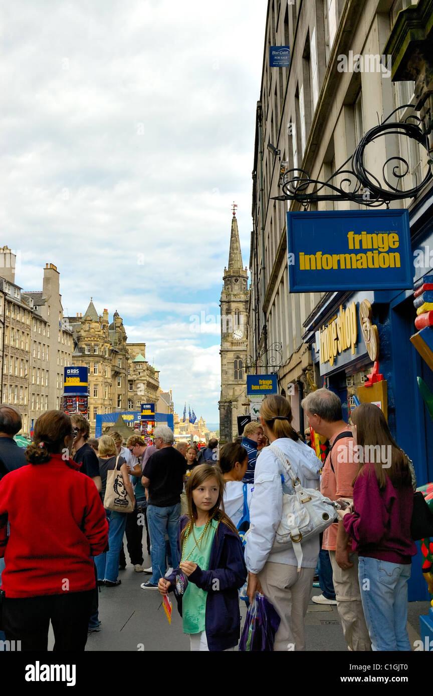 EDINBURGH - AUG. 9: Pretty young girl near the Fringe Shop, High Street (part of the Royal Mile) during Edinburgh - Stock Image