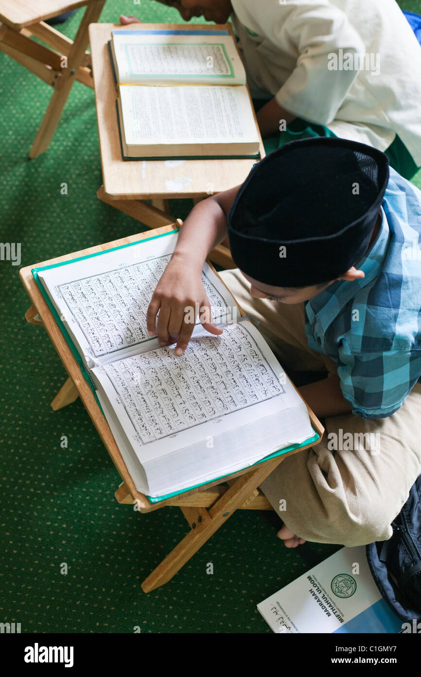 Young boys studying the Qur'an.  Little India, Singapore - Stock Image