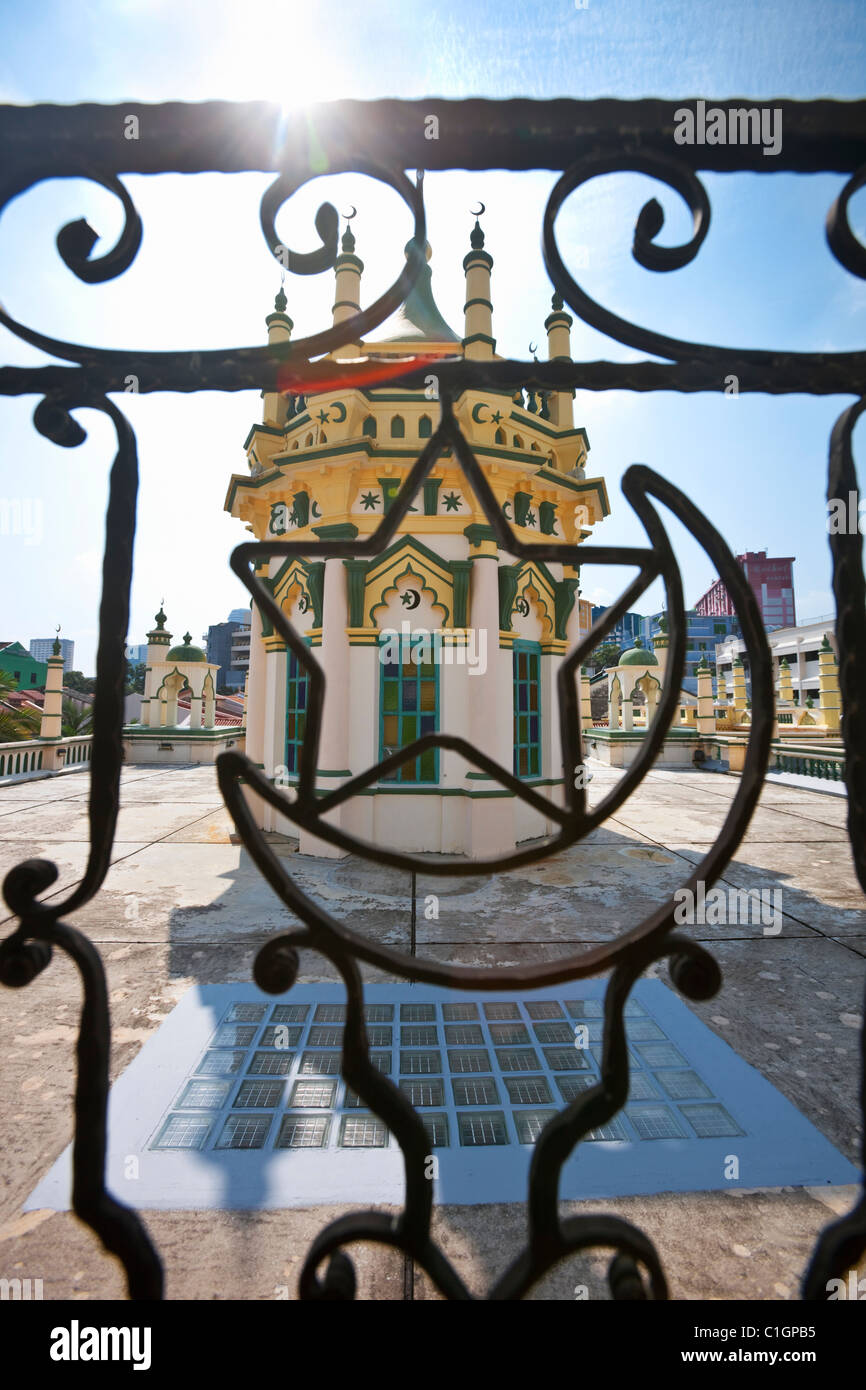Cupola on the roof of the Abdul Gaffoor Mosque.  Little India, Singapore - Stock Image