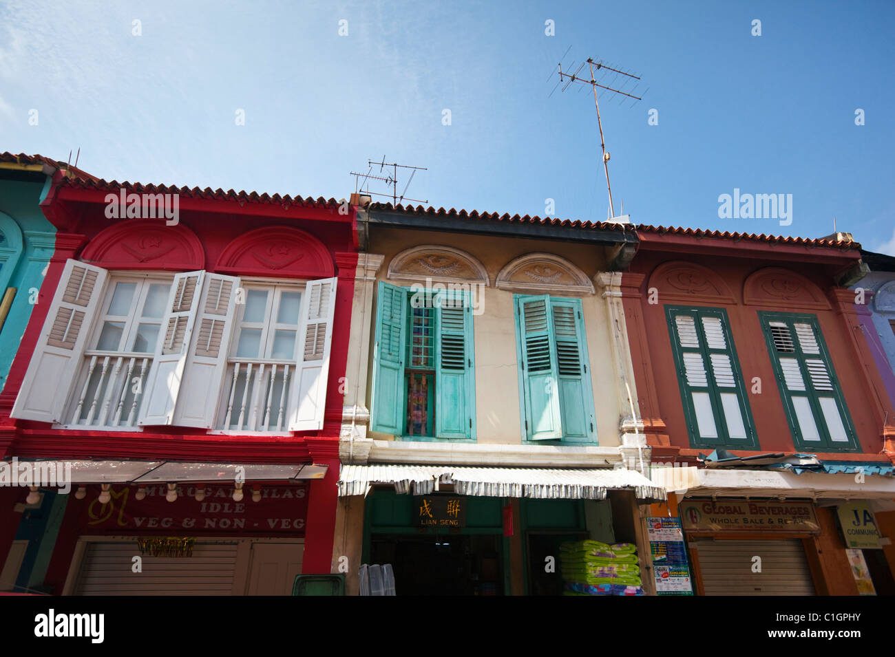 Colourful shophouses on Dunlop Street, Little India, Singapore - Stock Image