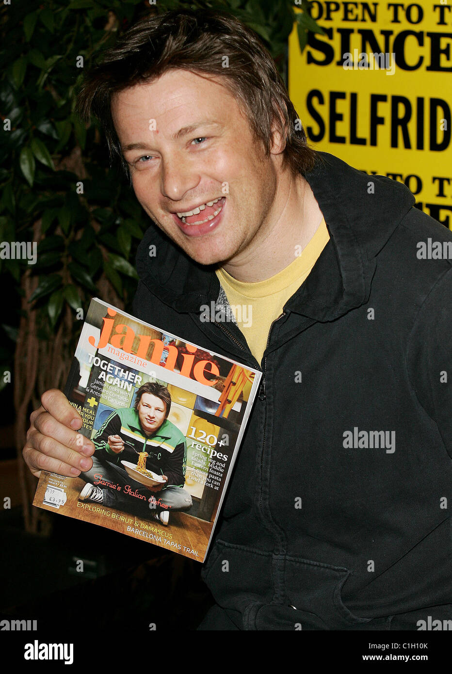 Jamie Oliver Signs Copies New Stock Photos & Jamie Oliver Signs