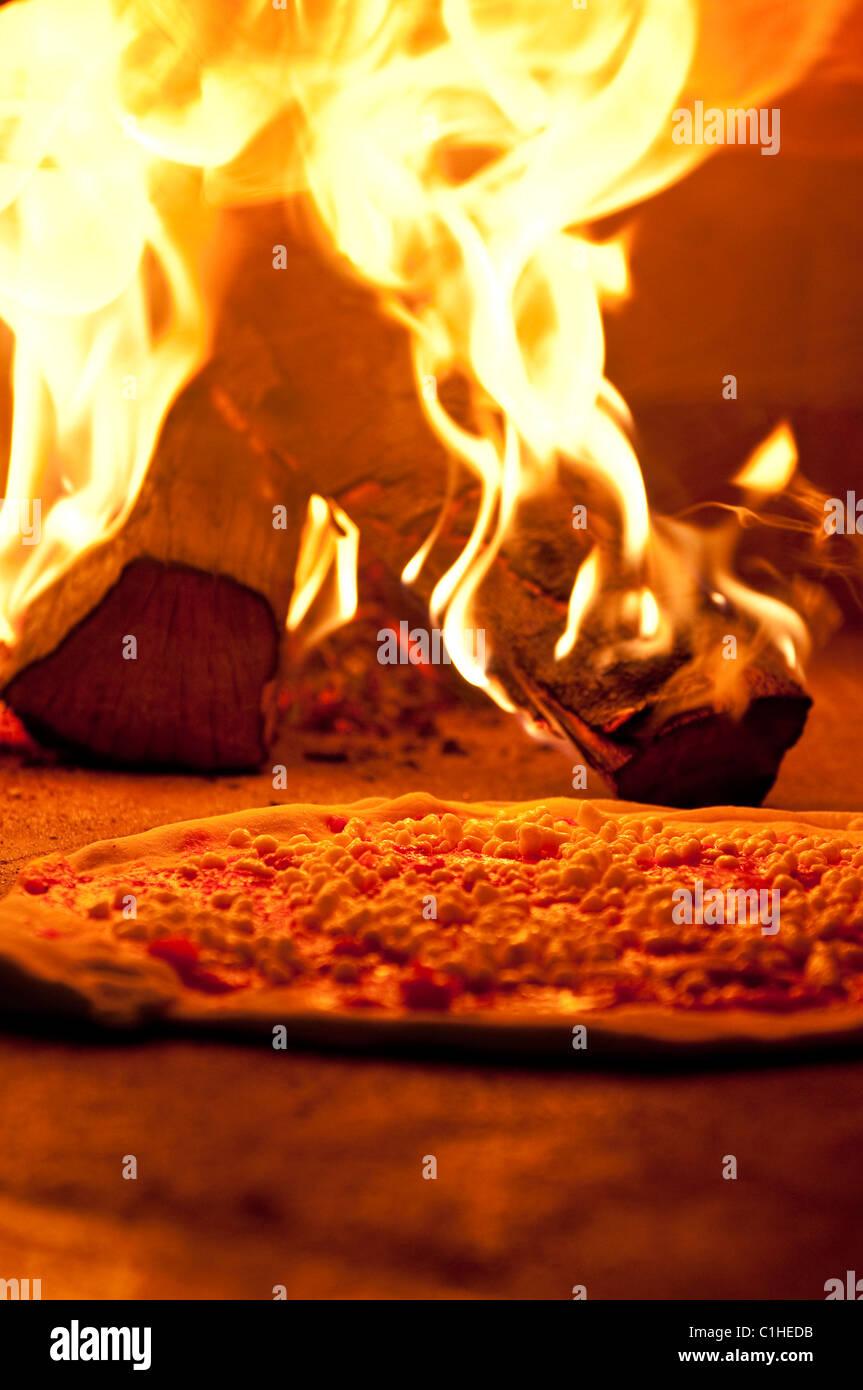 Pizza im Ofen, Falamen und pizza. Stock Photo