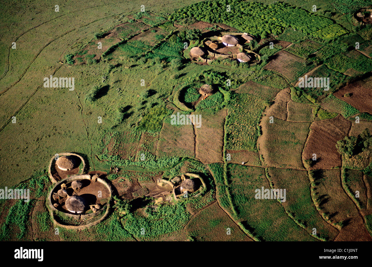 Burundi, traditional housing rugo scattered on a hill of the region of Mugongomanga (aerial view) - Stock Image