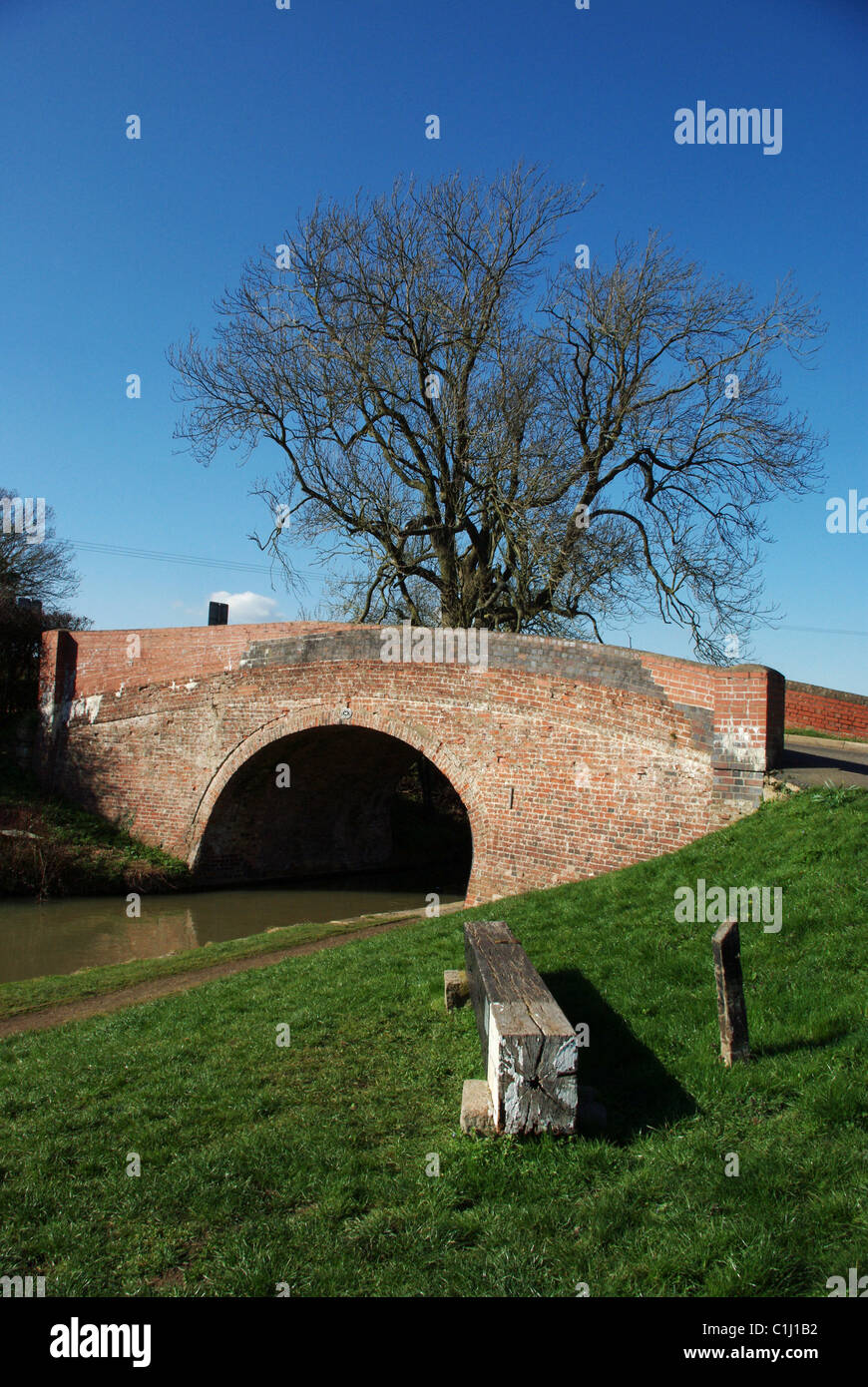 Candle Bridge which crosses the Grand Union canal at Blisworth, Northamptonshire, UK - Stock Image
