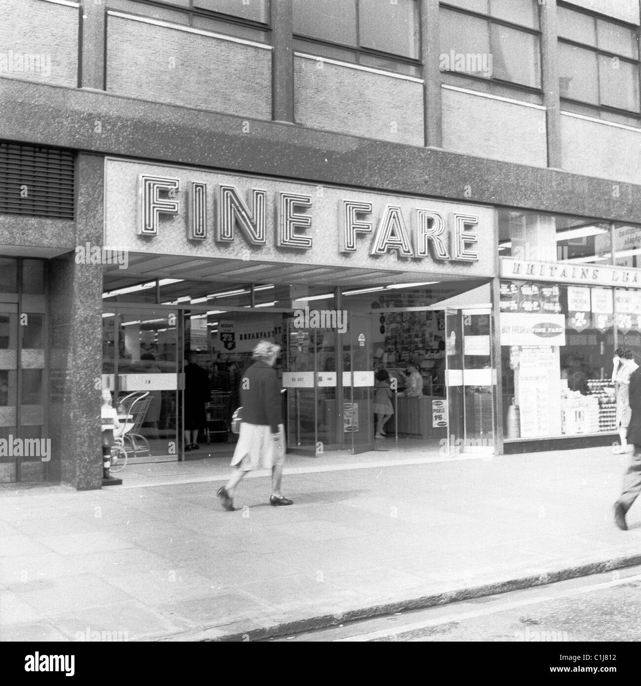 1960s, London, exterior of a Fine Fare self-service supermarket, one of the first such stores that were opening - Stock Image