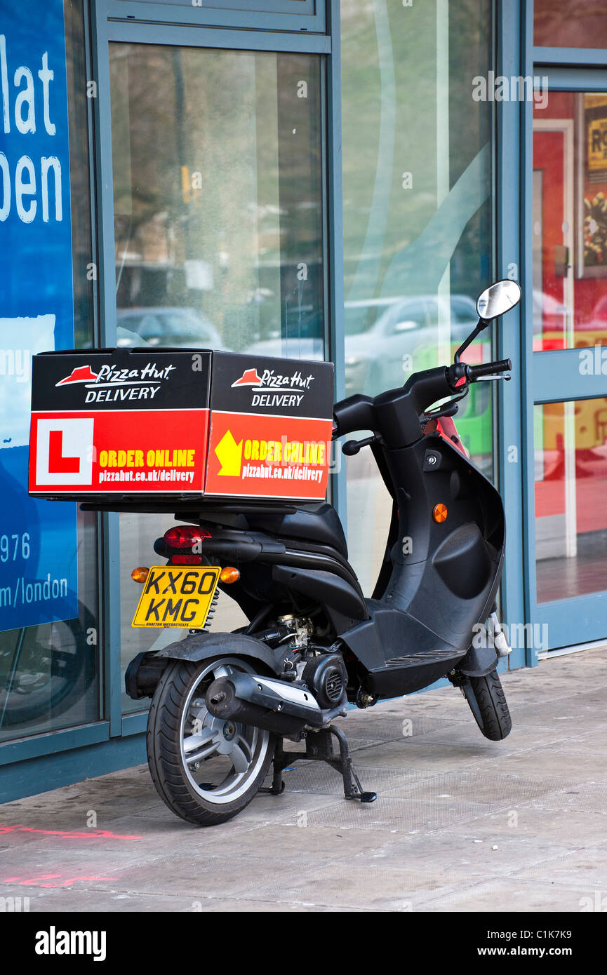 Pizza Hut Delivery Scooter Stock Photos Pizza Hut Delivery