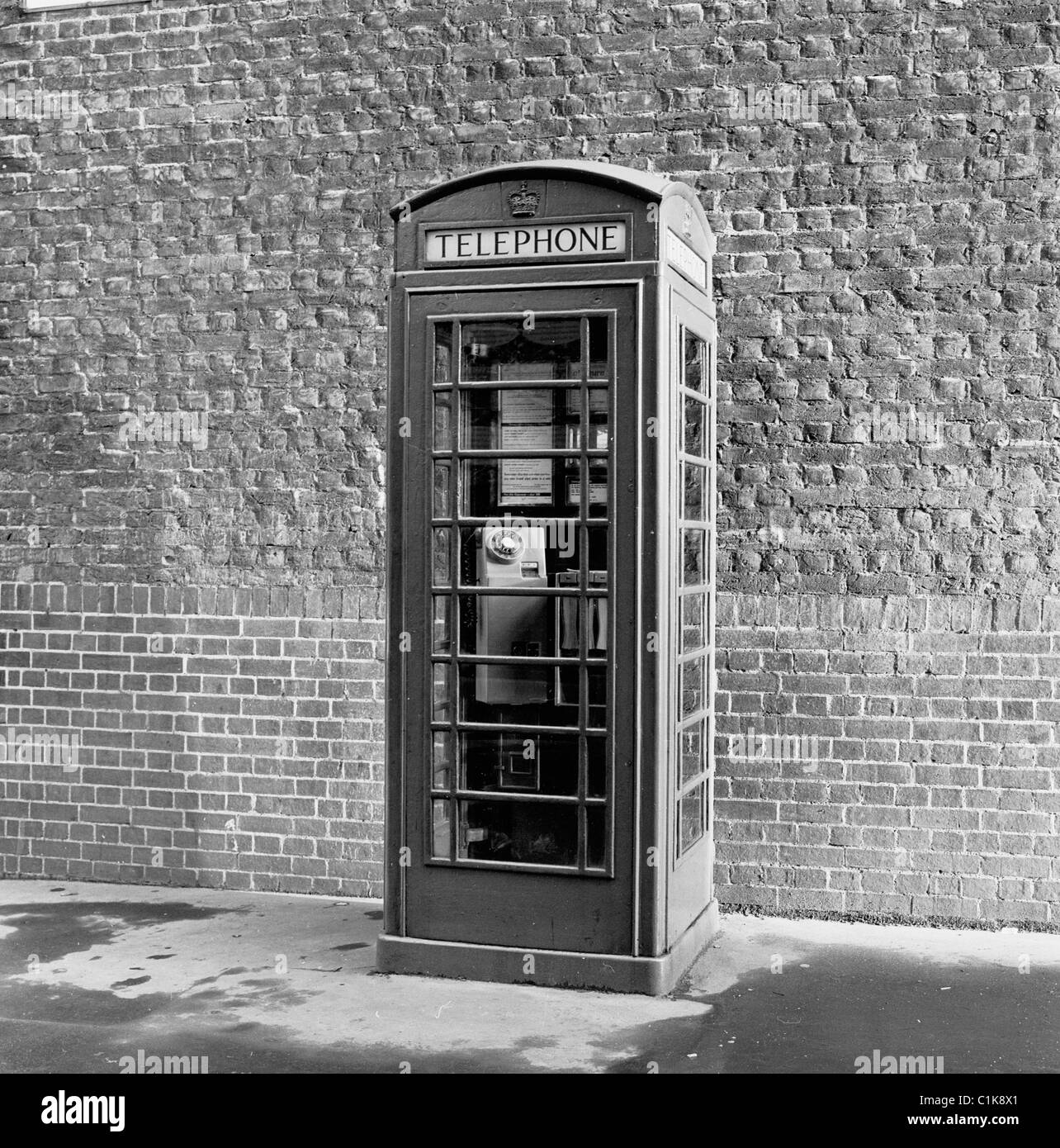 London, 1950s. A photograph by J Allan cash of the famous icon, the public telephone kiosk designed by Sir Giles - Stock Image