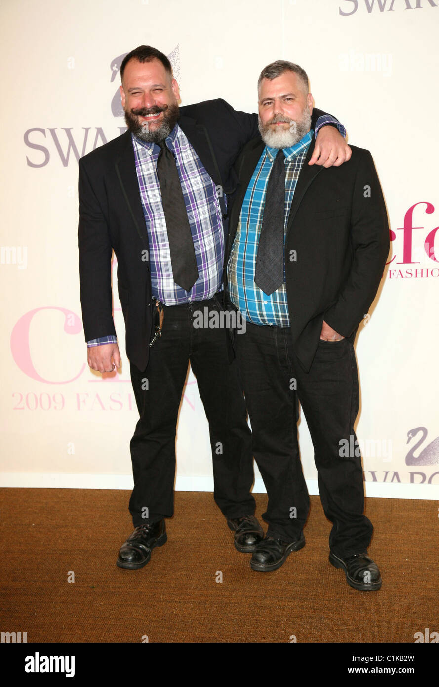 Designers Robert Tagliapietra And Jeffrey Costello At The 2009 Cfda Stock Photo Alamy