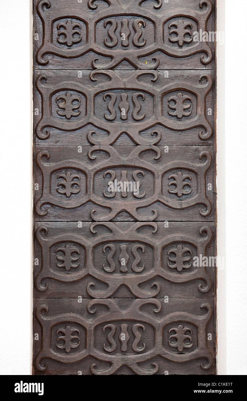 Wood carvings, tribal design. Miri, Sarawak. - Stock Image
