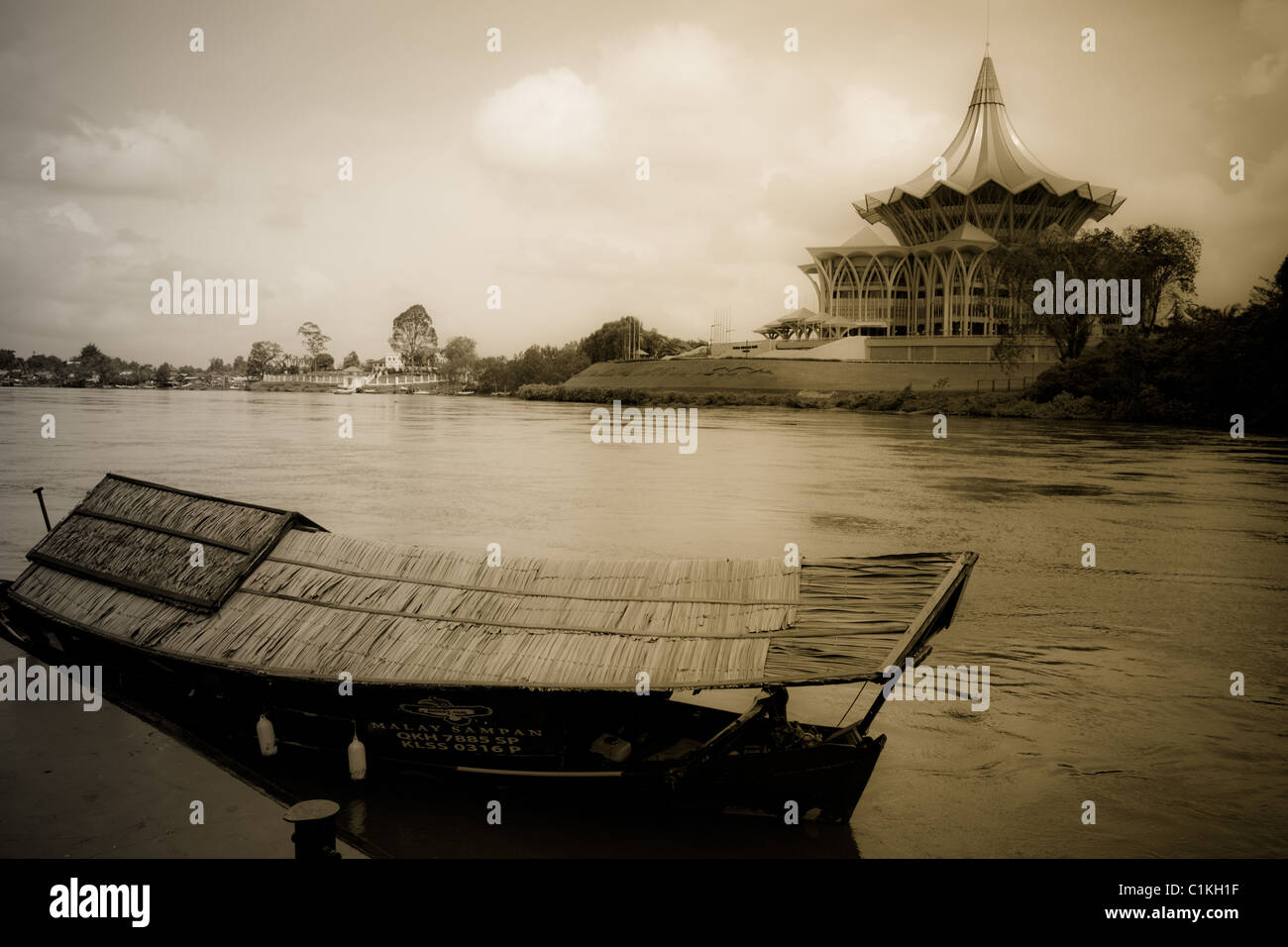 Old-time sampan and state legislative assembly, sarawak river, Kuching - Stock Image
