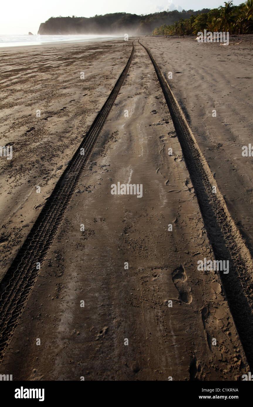 Tire tracks, Playa San Miguel, Nicoya Peninsula, Costa Rica - Stock Image