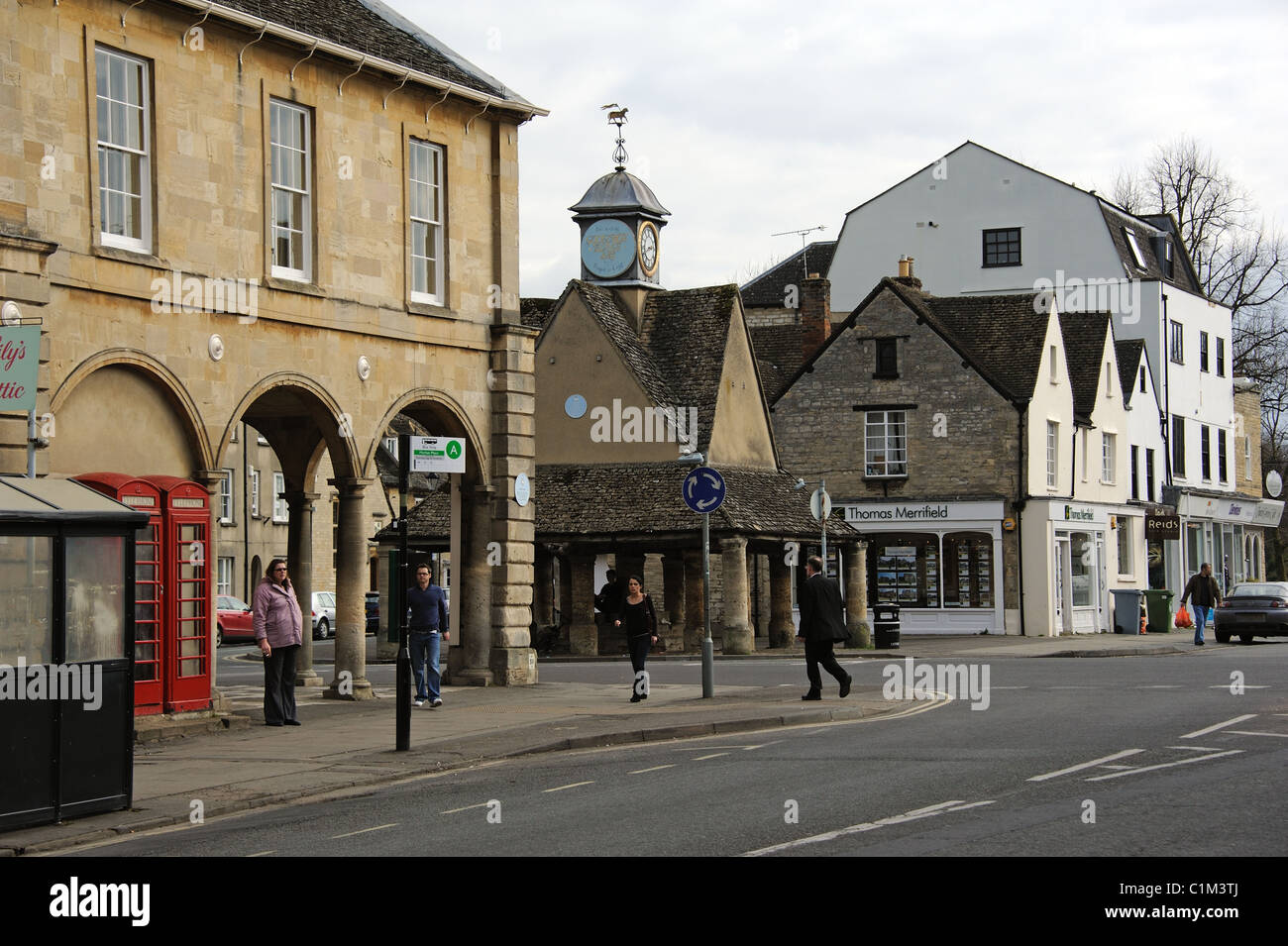 West Oxfordshire market town of Witney England UK. The Town Hall and Buttercross - Stock Image
