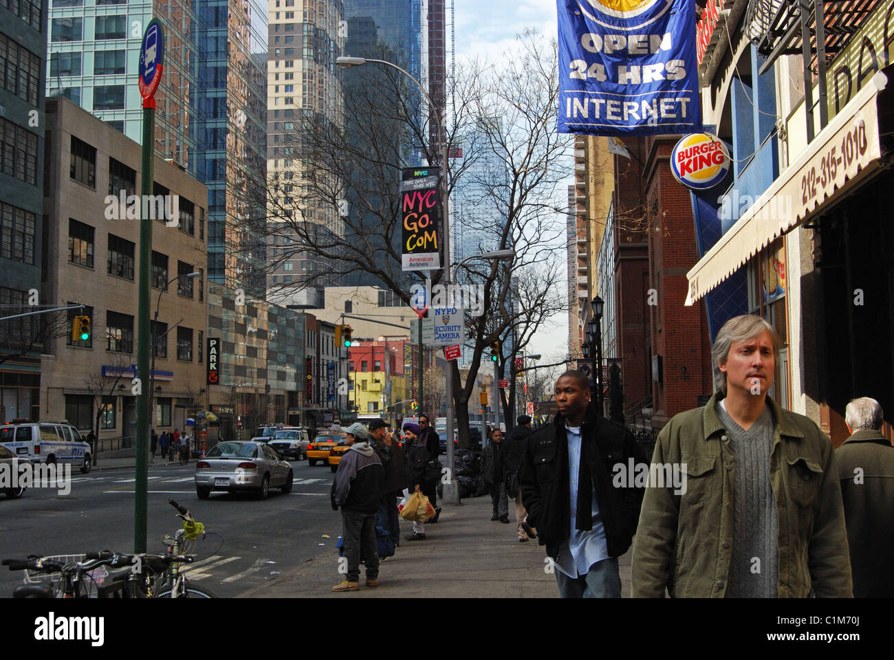 People walking along busy shopping street, Manhattan, New York, United States of America. - Stock Image