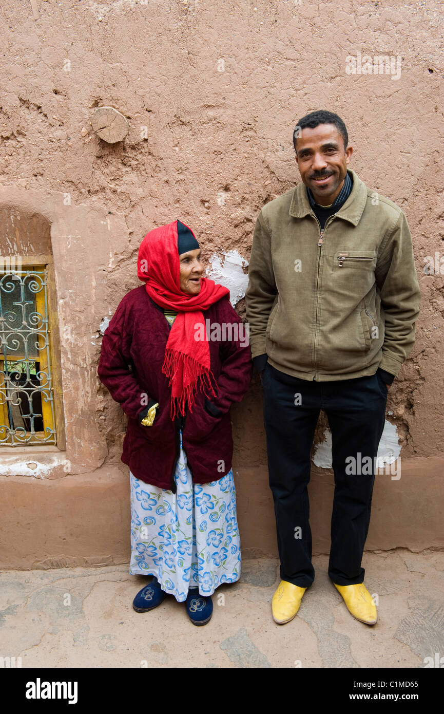 A mother and son who live in a house at Ait Ben Haddou, Morocco - Stock Image