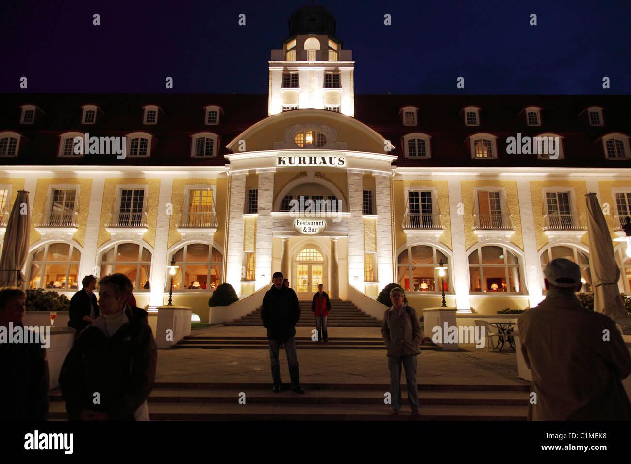 people on stairs of the spa hotel in Binz on Ruegen, Germany; Kurhaus in Binz - Stock Image