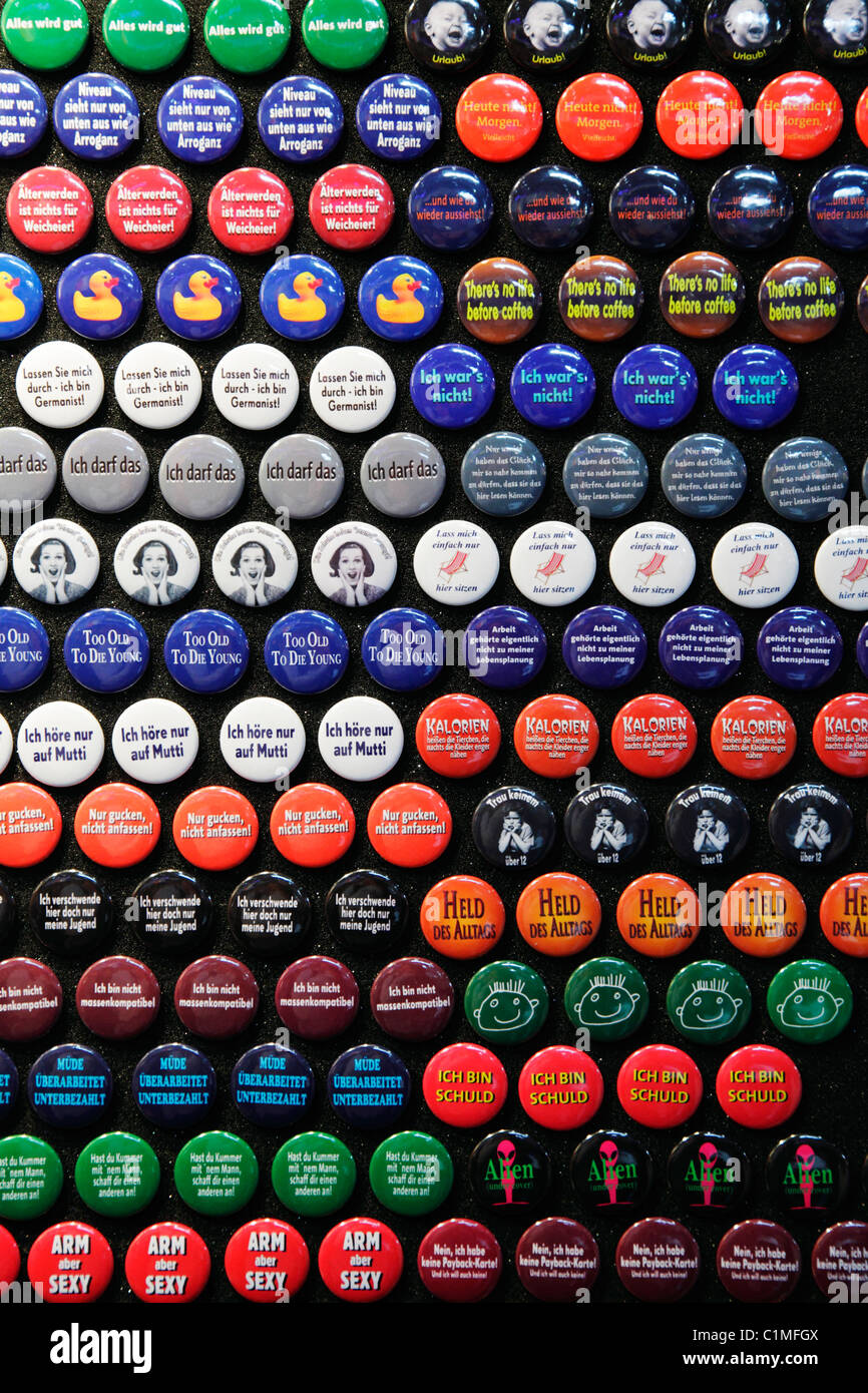 magnetic buttons with slogans in German for sale - Stock Image