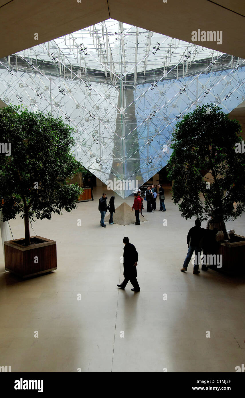 France, Paris, Carrousel du Louvre, inverted Pyramid by the architect Ieoh Ming Pei - Stock Image