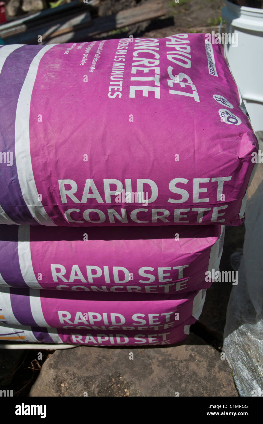Rapid set concrete in bags - Stock Image