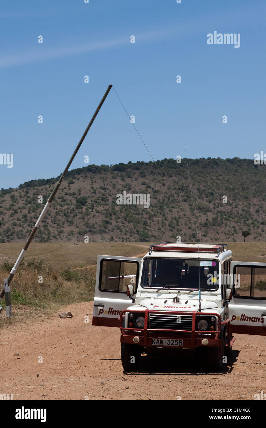 A Land Rover on safari in the Masai Mara, Kenya, Africa - Stock Image