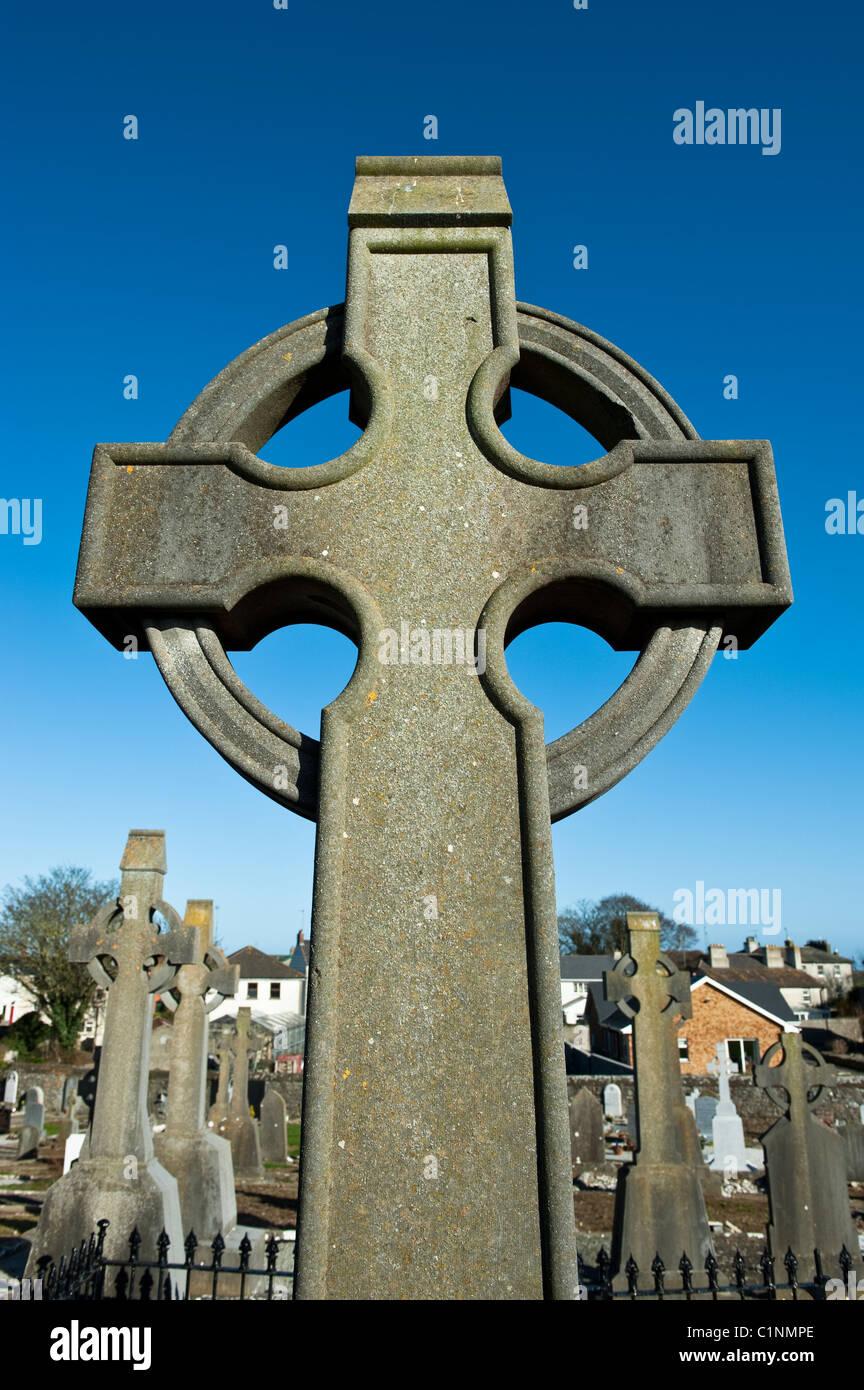 A stylised Celtic / Gaelic Cross in an Irish cemetery - Stock Image