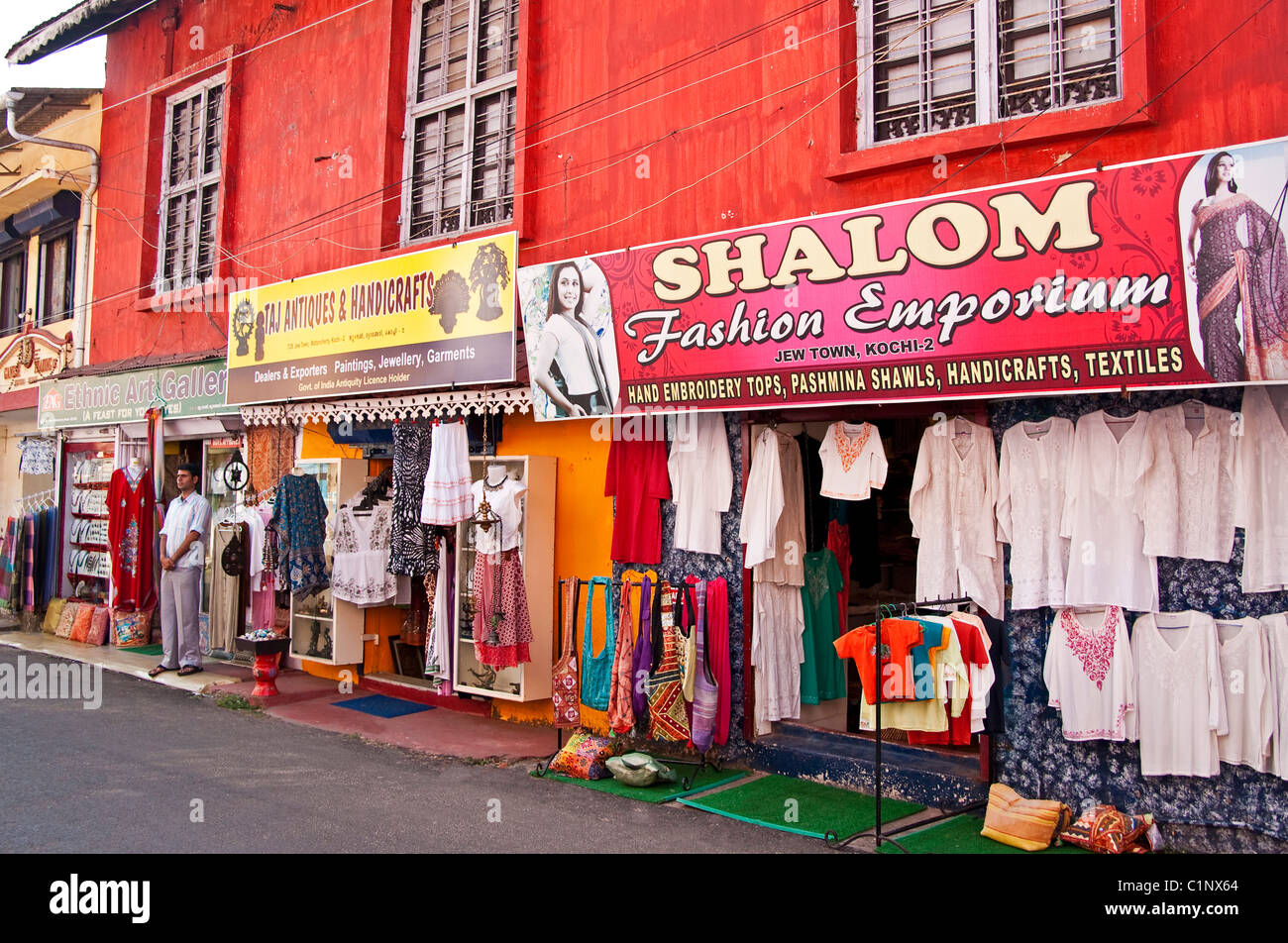Tourist shops in Jew Town section of Cochin (Kochi) - Stock Image