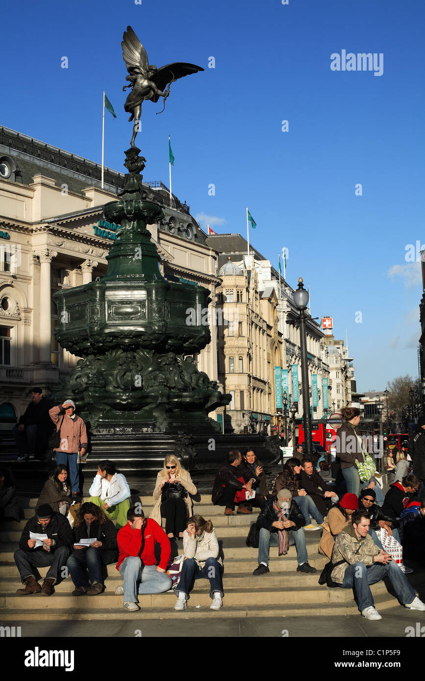 United Kingdom, London, Piccadilly Circus, crowd at Eros statue foot - Stock Image