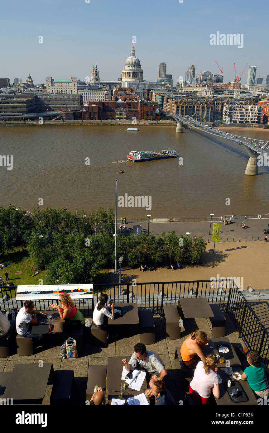 United Kingdom, London, The City, Millenium Bridge by Norman Foster and Saint Paul Cathedral - Stock Image