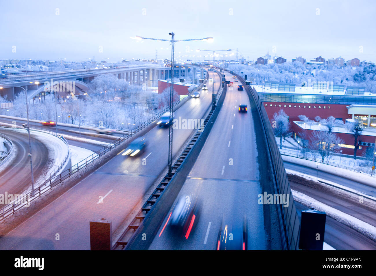 Traffic on elevated road at dusk - Stock Image