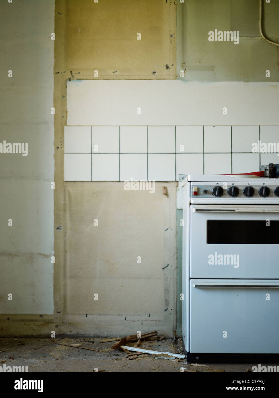 Empty kitchen with cooker - Stock Image