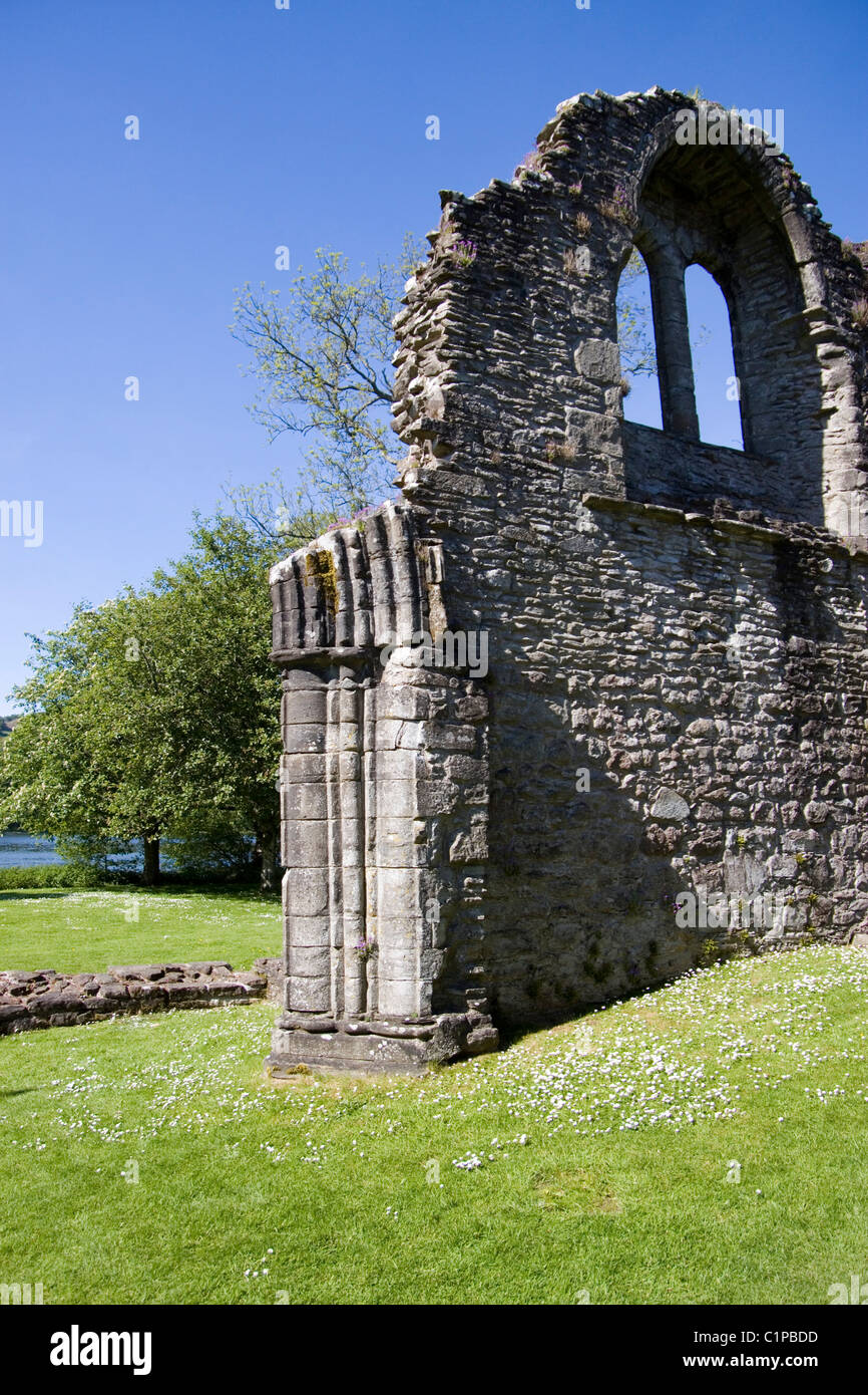 Scotland, Loch Lomond and Trossachs, Inchmahome Priory, window in wall of old church - Stock Image